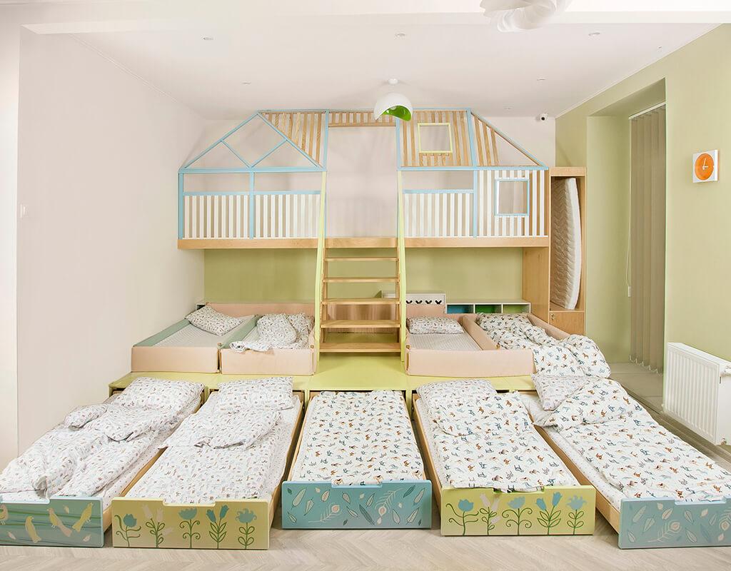 Игровой домик и выдвижные спальные места